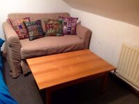 Lovely sofa bwled and table (l
