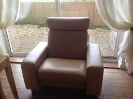 Ekornes Stressless reclining chair with headrest almost new in Paloma leather
