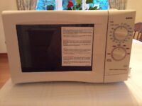 White Sanyo microwave oven in excellent used condition with user guide.
