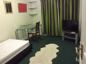 Room to let in Large family home in Kidlington Oxfordshire for single professional