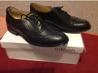 Ladies black shoes new in box size 5