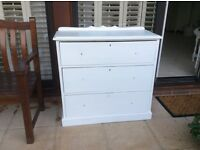 Victorian chest of drawers, painted white, deep drawers, no handles, 6 glass available for £25