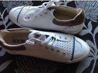 Men's / ladies Roo's , Sport shoes white size 7 . Brand new. BARGAIN .£5