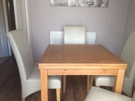 3FT Solid Oak extendable Dining table and 4 chairs as new