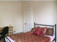 MUTLEY, LOVELY LARGE DOUBLE ROOM IN FANTASTIC LARGE HOUSE