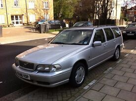 Volvo v70, all working, £ 300 for parts. Practically new tires.