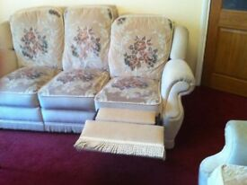 Stunning 3 pc suite 3+2+1 recliner, winchester model