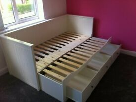 Flat Pack Furniture (Flatpack) Assemblers/Assembly & Man with a Van Furniture Collection Services