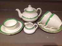 CRESCENT IVORY 8-piece porcelain tea set - Made in England