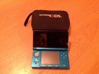 Nintendo 3ds (aqua) + Case
