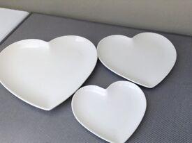 Set of 3 heart dinner plates in white