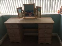 Used dressing table, mirror and 2 bedside cabinets.