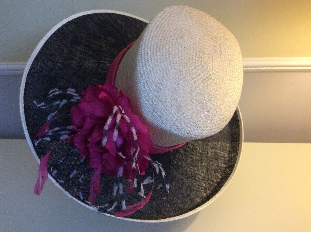 Flamboyant Jacques Verte hat