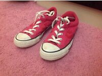 Girls Converse All Star size 4 in pink