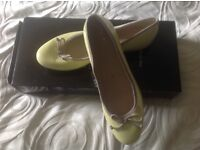 Lovely yellow clarks flats