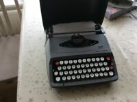 SMITHS CORNIA TYPE WRITER COLLECTORS ITEM GOOD WORKING ORDER