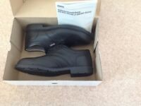 New size 9 steel toecap safety shoes