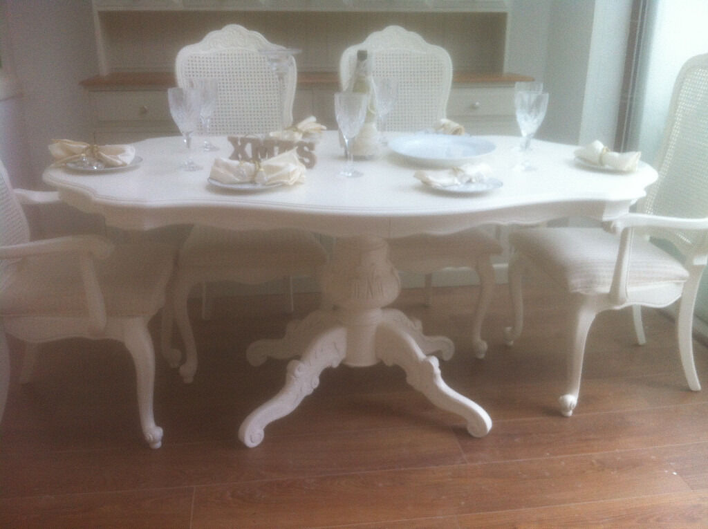 BEAUTIFUL SHABBY CHIC FRENCH STYLE DINING TABLE AND 6 CHAIRS ROCOCO LOUIS  STYLE NEWLY REFURBISHED. BEAUTIFUL SHABBY CHIC FRENCH STYLE DINING TABLE AND 6 CHAIRS