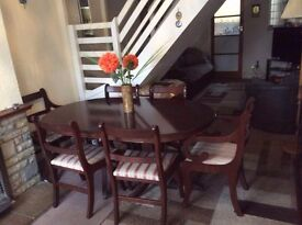 DINNING TABLE WITH 6 CHAIRS N GOOD CONDITION