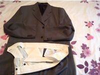 Gent dark greyish col suit