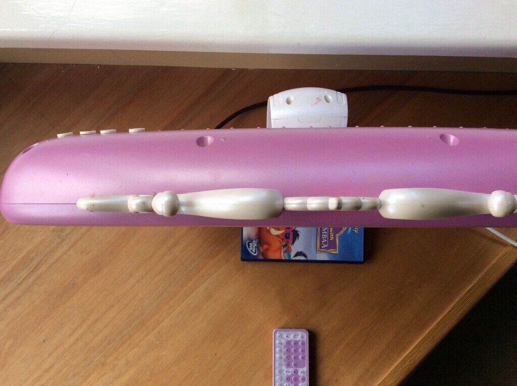"""Disney 19"""" pink hd lcd tv with Freeview and dvd combo 