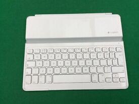 Logitech iPad bluetooth keyboard case
