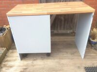 New unused Howdens 600 mm Base Unit with Shelf, 2 End panels door in KFR49 Greenwich Grey Pale Grey