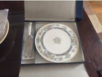 Royal Worcester vintage 1981 cake plate and slice boxed