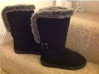 Suede girls boots