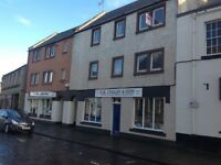 Kelso light spacious 2 Bedroom central flat D/G and Gas Central heating with secure entry system