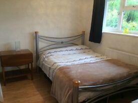 Double spacious room to let , Monday to Friday only