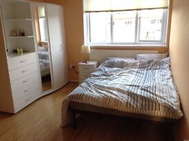 NICE SIZE DOUBLE ROOM in PUTNEY