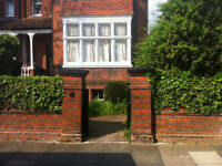Surbiton lovely 2 bed flat, recently refubished, unfurnished, private landlord. Available 01.01.18