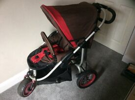 Hauck Traxx 3 wheeled pushchair rear and forward facing