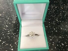 GORGEOUS PLATINUM & DIAMOND DAISY CLUSTER RING 0.50 CARAT SIZE K . NICE HEAVY WEIGHT. EXCELLENT COND