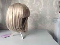 Grey/blonde bobbed fashion wig