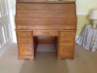 Roll top desk in Medium Oak