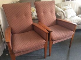 2 matching arm chairs , good condition
