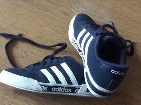 Kids adidas trainers C12