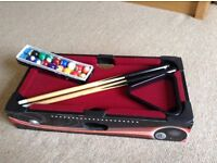 Mini table top snooker table