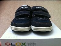 GEOX vita junior navy trainers - UK 8.5 or EU 25