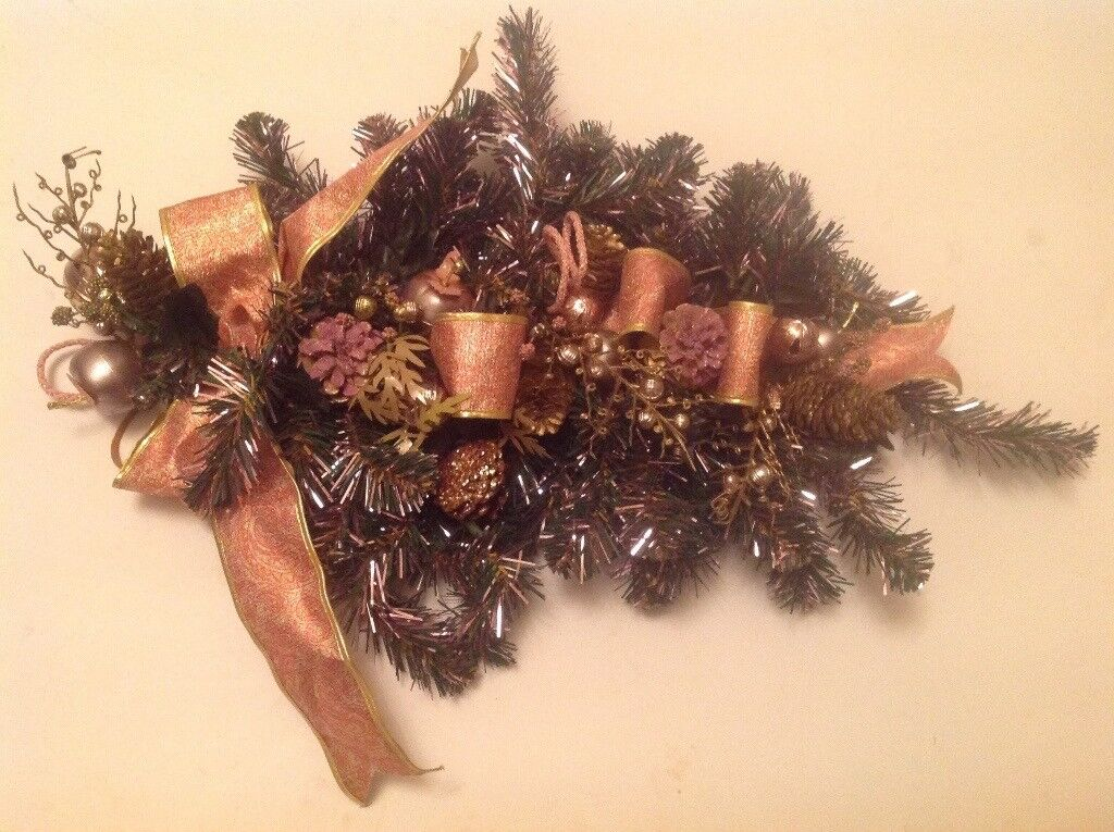 Christmas decoration in green /gold and pink