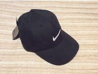 Brand New Fully Adjustable Black Nike Golf Baseball Cap (with white swoosh logo and tags attached)