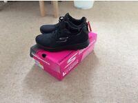 New Skecher Shoes Sz 4