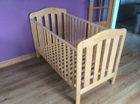 Mama & Papa cot bed. Very good condition
