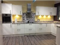 STUNNING WREN EX DISPLAY PORCELAIN GLOSS SLAB KITCHEN