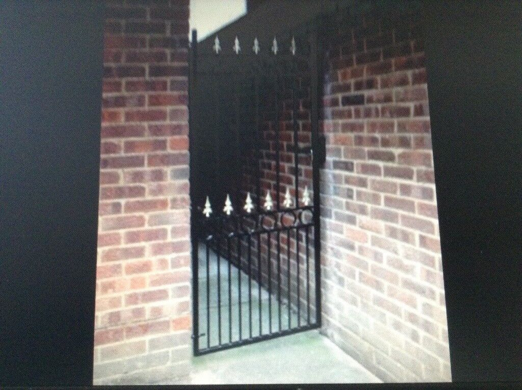 METAL SIDE GATE   in Hartlepool, County Durham   Gumtree