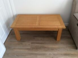 For sale Light oak coffee table in very good condition