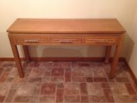 Solid oak hall/living console table. Excellent condition.