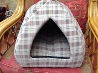 Cat or terrier pod/basket Very good condition